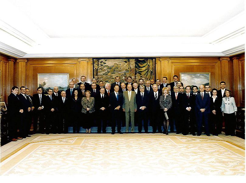 Foto Su Majestad el Rey de España con el Pleno del Consejo General de Graduados Sociales de España